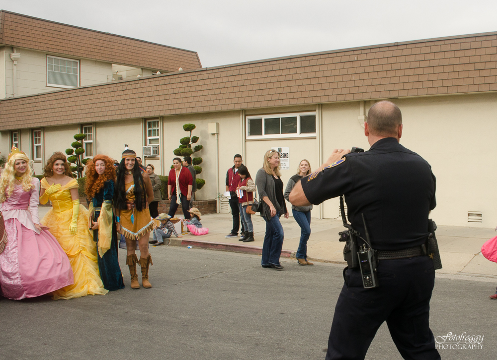 Police officer snaps a photo of princesses for his kids