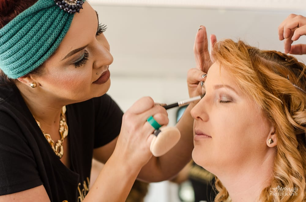 Makeup artist Maggie with Glamology Beauty Lounge - www.fotofroggy.com