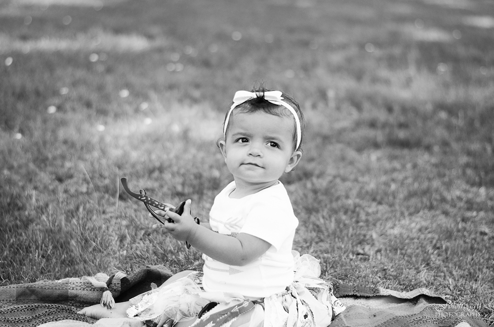 Fotofroggy Photography - cute little girl in black and white