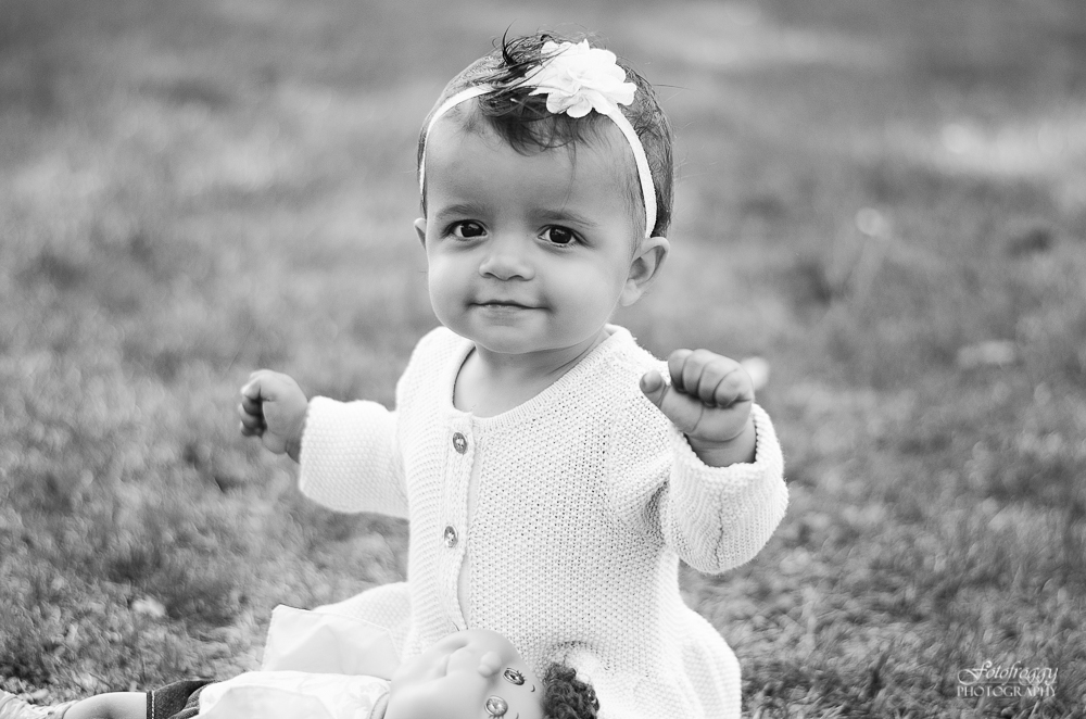 Fotofroggy Photography - happy baby girl in black and white
