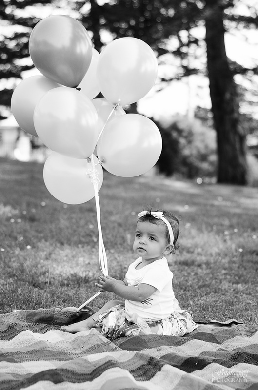 Fotofroggy Photography - black and white little girl holding balloons