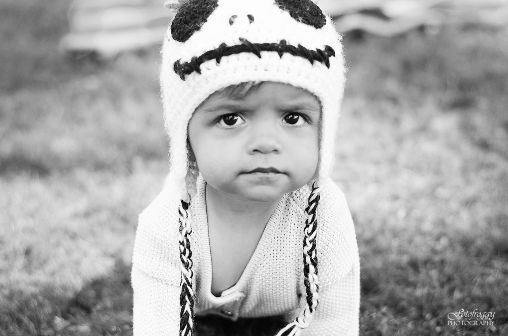 Fotofroggy Photography - black and white toddler in skull cap