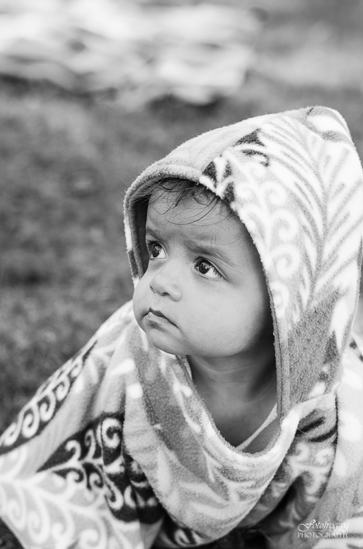 Fotofroggy Photography - black and white baby poncho
