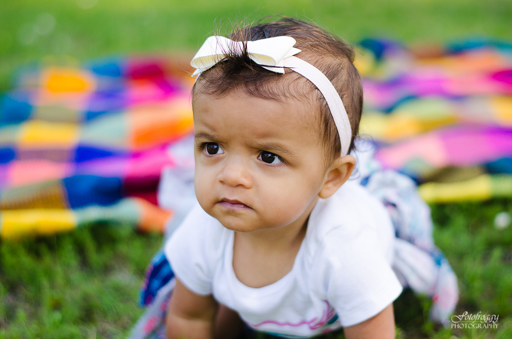 Fotofroggy Photography - little girl with pensive stare