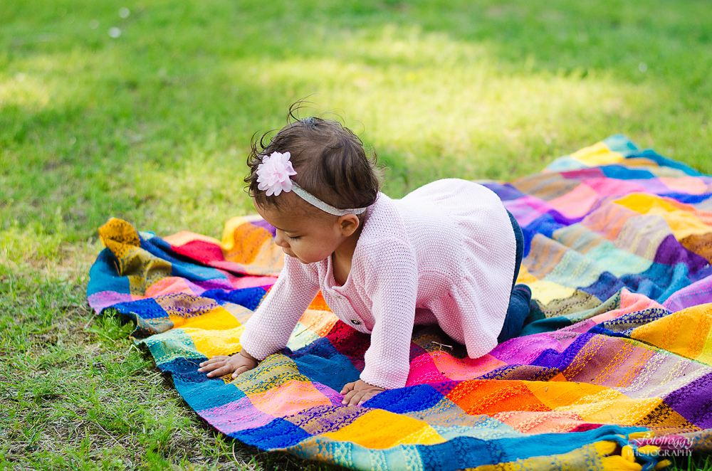 Fotofroggy Photography - little girl crawling on blanket