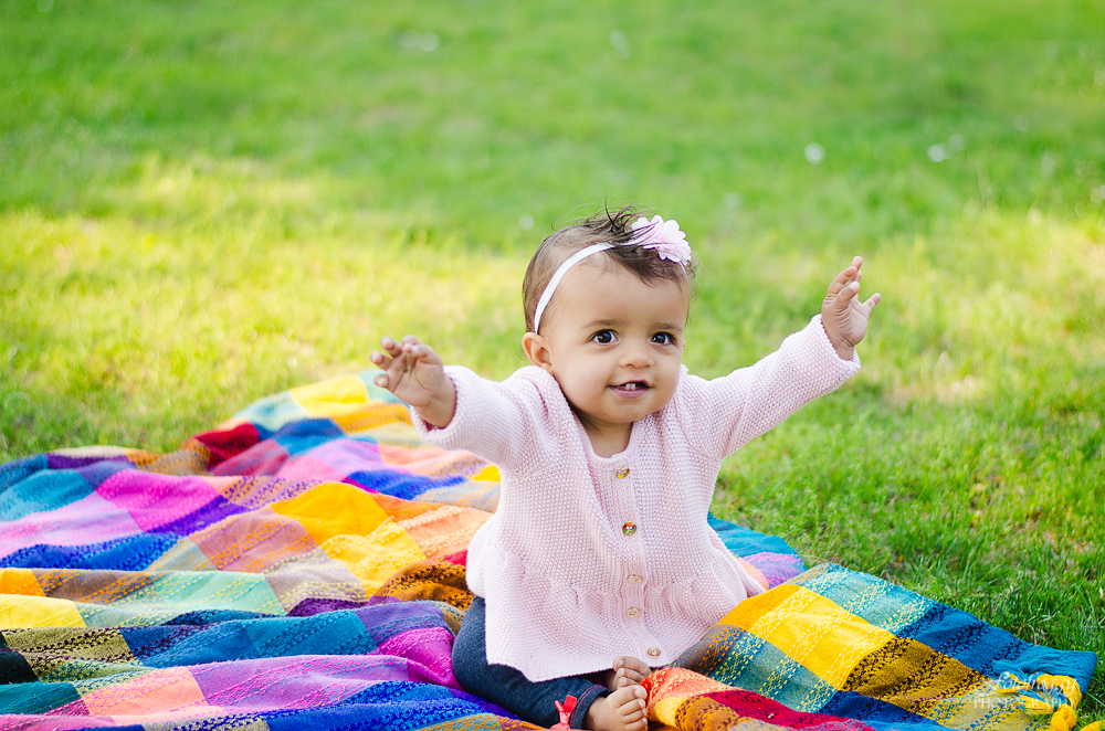 Fotofroggy Photography - excited baby girl