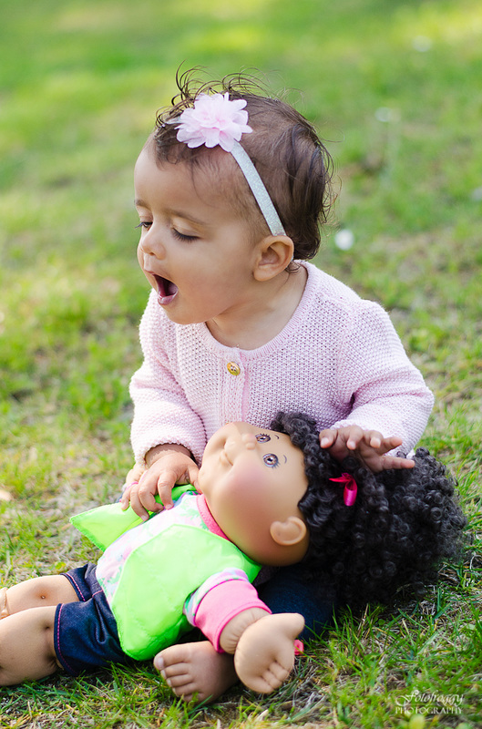 Fotofroggy Photography - toddler girl kissing doll