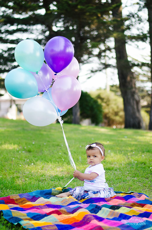 Fotofroggy Photography - cute little girl holding balloons
