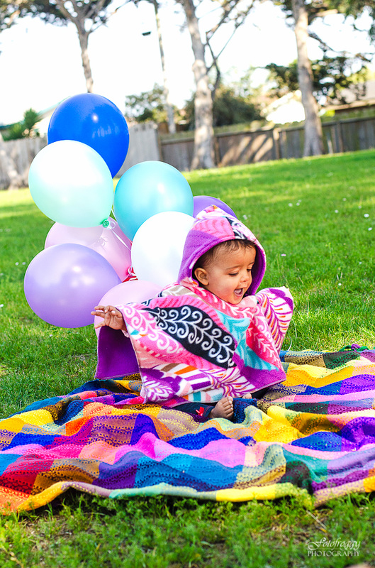 Fotofroggy Photography - bright colors baby in poncho with balloons